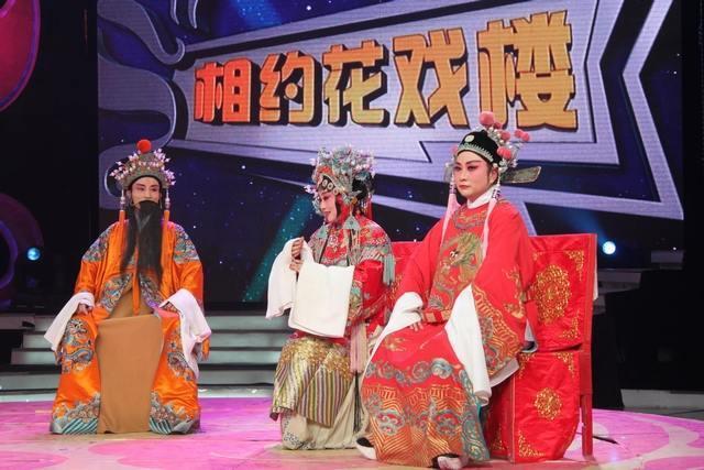 合肥蜀山区戏剧家协会主席何永东饰演女驸马中的皇帝剧照